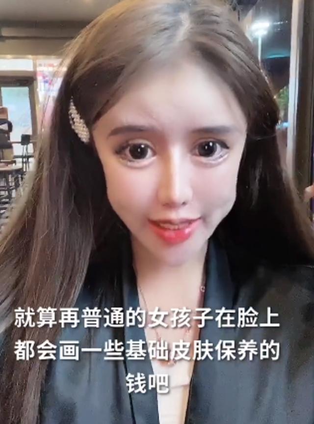 """Hoảng sợ trước """"gương mặt rắn"""" của người mẫu 16 tuổi nghiện phẫu thuật - 5"""