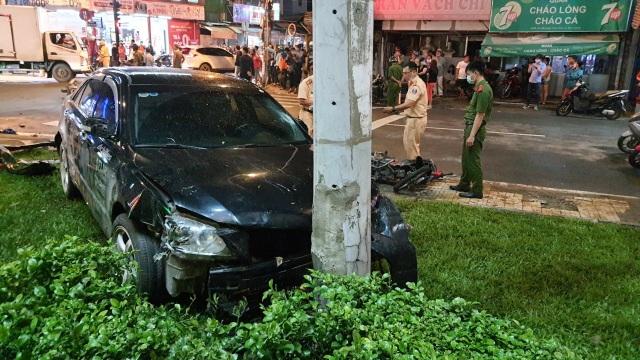 TPHCM: Cô gái trẻ lái ô tô tông 7 xe máy, nhiều người bị thương - 3