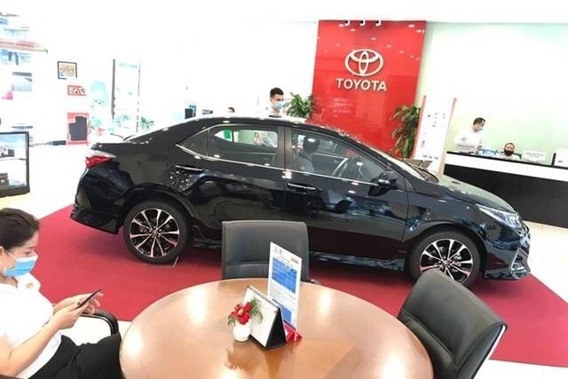 Covid-19 khiến thị trường ô tô lao dốc không phanh - 1
