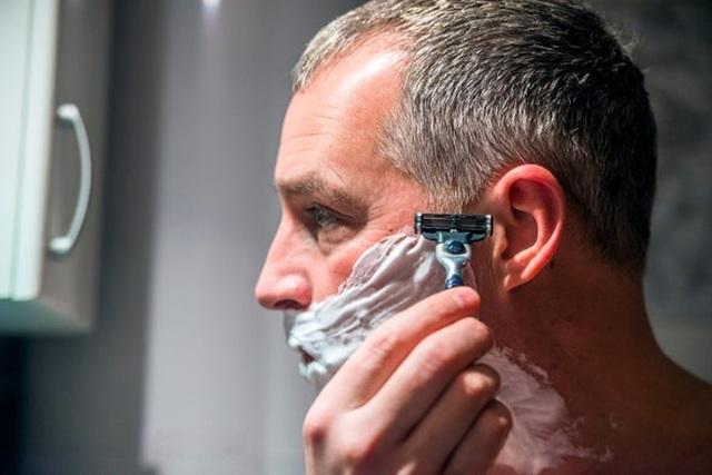 Lý giải hiện tượng khoa học khi sợi tóc làm vỡ miếng thép - 1