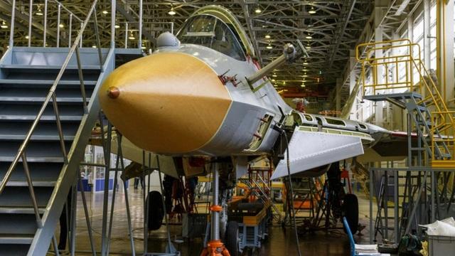 Nga khoe ảnh nhà máy sản xuất bóng ma bầu trời Su-57 - 3