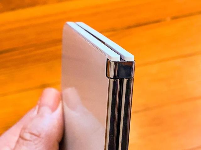Microsoft công bố giá bán và ngày ra mắt smartphone 2 màn hình Surface Duo - 2