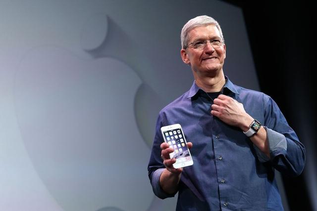 Sau gần một thập kỷ bán iPhone, Tim Cook chính thức trở thành tỷ phú - 1