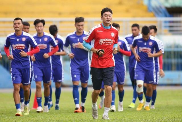 HLV Chung Hae Seong lần đầu trở lại sân tập sau khi tái hợp CLB TPHCM - 3