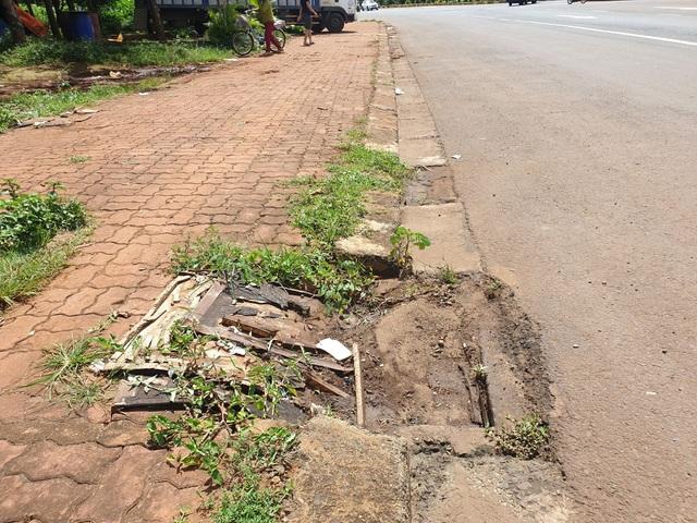 """Đường đầy """"ổ voi"""" khiến dân gặp nạn: Sẽ sớm sửa chữa? - 3"""