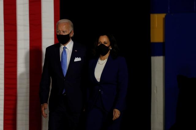 """Ông Biden nhận tài trợ kỷ lục sau khi công bố nữ """"phó tướng"""" - 1"""