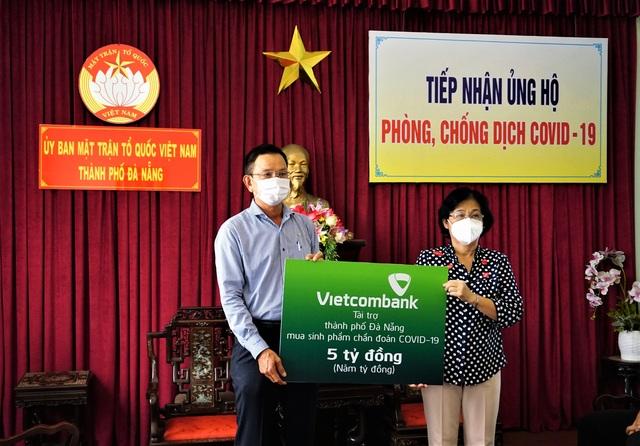 Vietcombank ủng hộ 5 tỷ đồng chung tay cùng thành phố Đà Nẵng đẩy lùi Covid-19 - 1