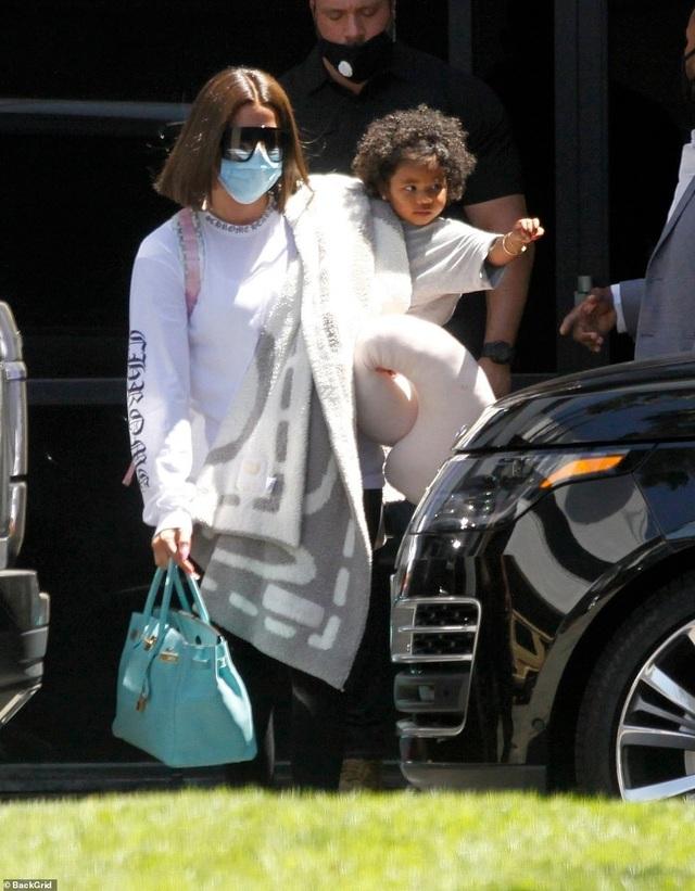 Khloe Kardashian hàn gắn quan hệ với người cũ? - 6