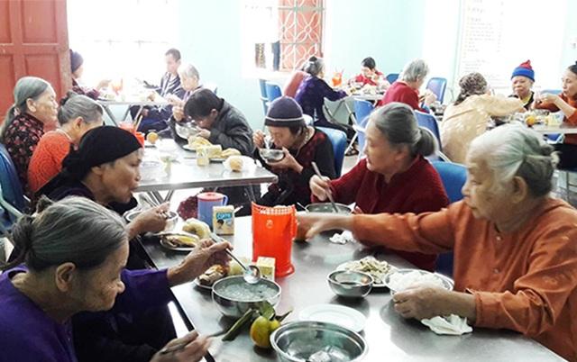 Thăm ngôi nhà chung giúp những người cao tuổi tìm lại nụ cười - 1