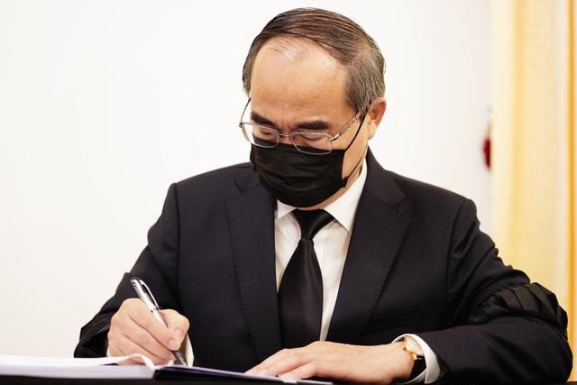Nhân dân TPHCM tiễn biệt nguyên Tổng Bí thư Lê Khả Phiêu - 4