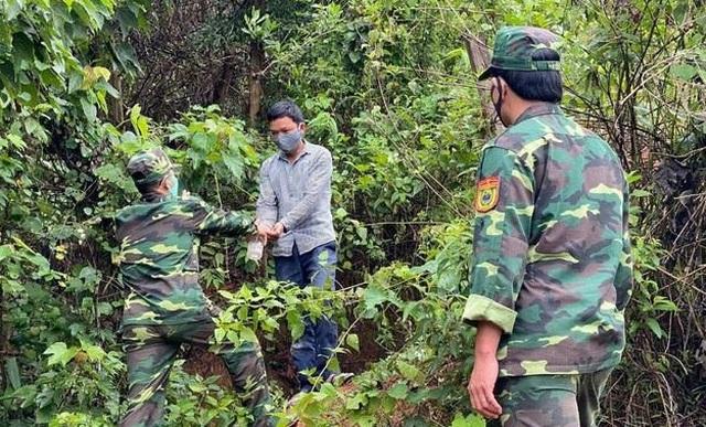 Sợ bị cách ly, tìm cách vượt biên giới trái phép về Việt Nam - 1