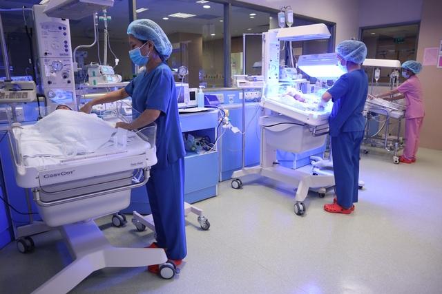 Bác sĩ chẩn đoán song thai, 3 hài nhi chào đời non tháng - 2