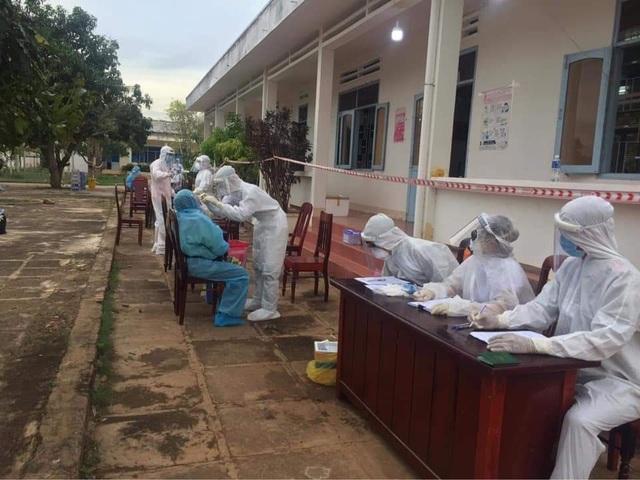 Ninh Thuận đón 230 công dân Việt Nam về từ Malaysia - 4