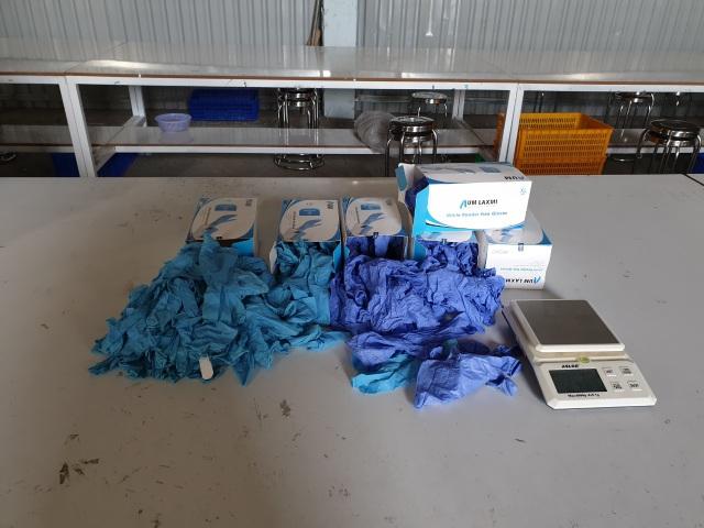 Phát hiện 2 triệu găng tay y tế cũ tái chế, chuẩn bị tung ra thị trường - 1