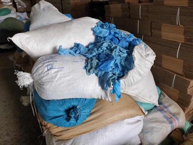 Phát hiện 2 triệu găng tay y tế cũ tái chế, chuẩn bị tung ra thị trường - 2