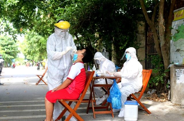 Bệnh nhân mắc Covid-19 ở Đà Nẵng: Người bán xôi, người bán bánh mì vỉa hè - 2