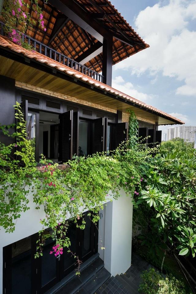 Gia đình ở Sài Gòn xây biệt thự ngói đỏ đậm chất Huế vừa đẹp vừa sang - 2