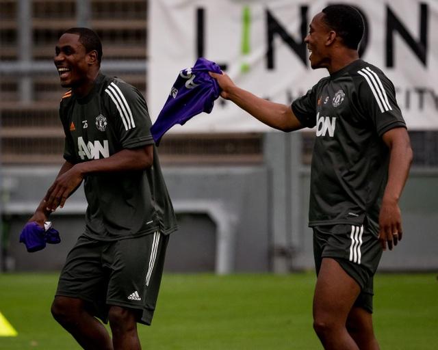 Man Utd tiếp tục miệt mài luyện công chờ Sevilla - 10