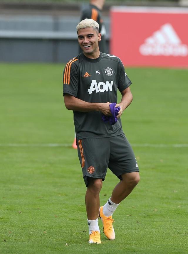 Man Utd tiếp tục miệt mài luyện công chờ Sevilla - 12
