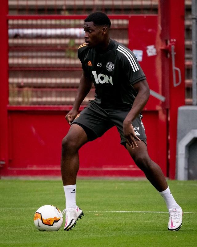 Man Utd tiếp tục miệt mài luyện công chờ Sevilla - 14