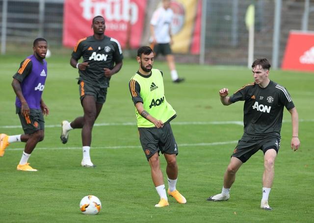 Man Utd tiếp tục miệt mài luyện công chờ Sevilla - 17
