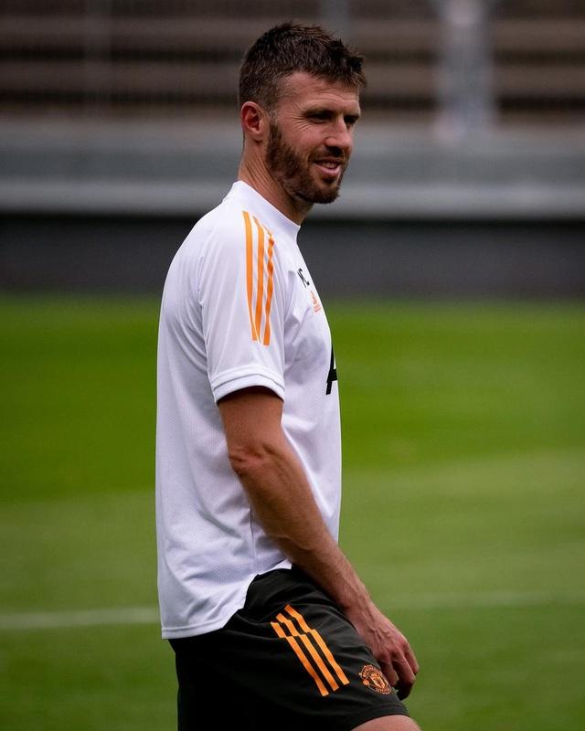 Man Utd tiếp tục miệt mài luyện công chờ Sevilla - 18