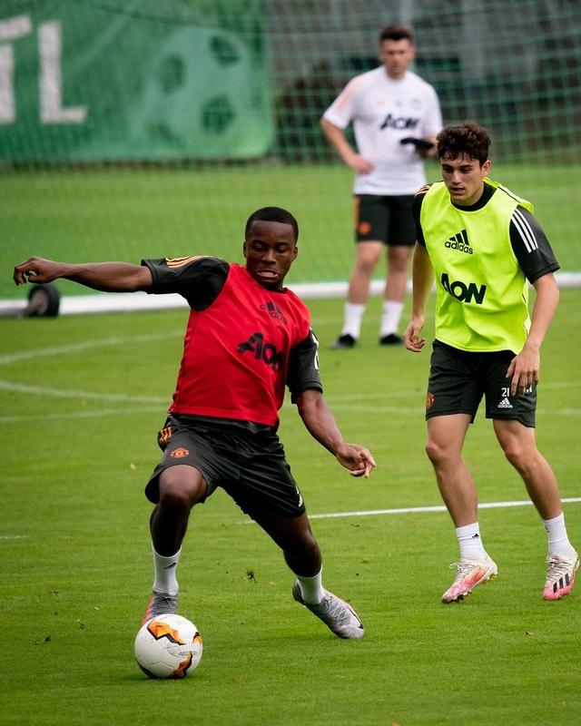 Man Utd tiếp tục miệt mài luyện công chờ Sevilla - 19