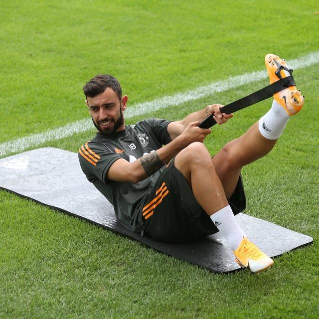 Man Utd tiếp tục miệt mài luyện công chờ Sevilla - 6