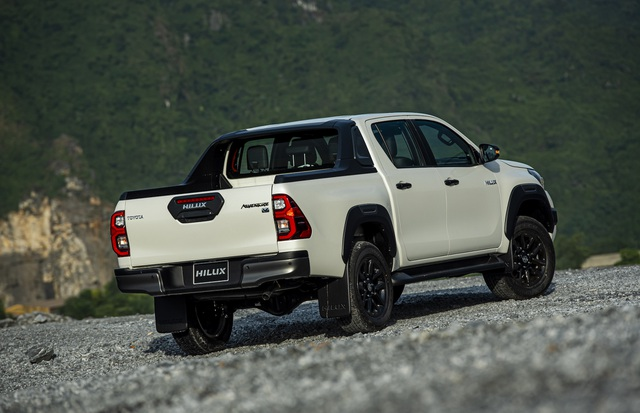 Toyota Hilux 2020 giá từ 628 triệu, thêm công nghệ để cạnh tranh Ranger - 3