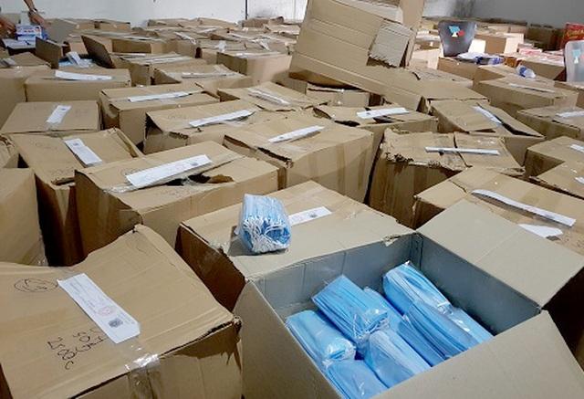 Phát hiện gần 900 ngàn khẩu trang y tế không rõ nguồn gốc - 1