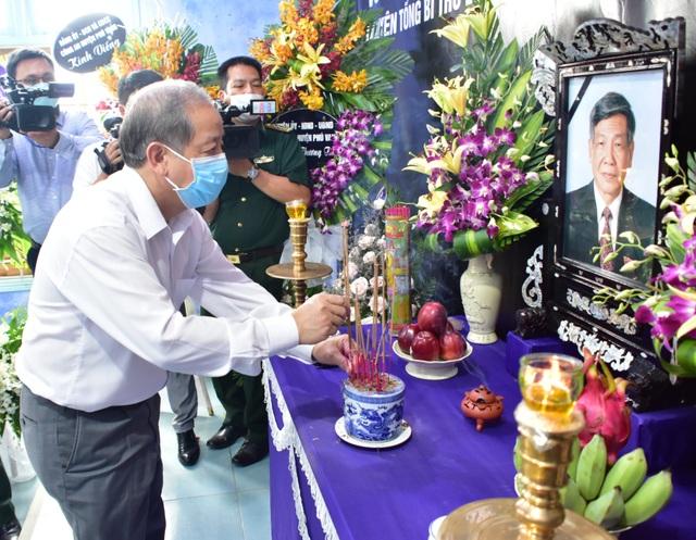 Nhân dân đội mưa tới viếng nguyên Tổng Bí thư Lê Khả Phiêu - 7