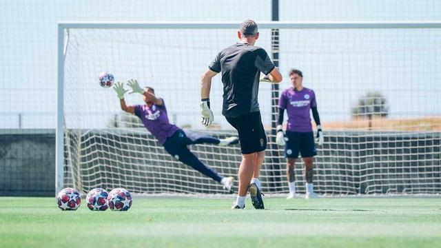 Man City luyện tập chăm chỉ chờ trận đấu với Lyon - 4