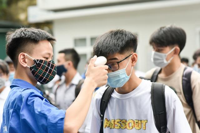 Thí sinh háo hức tham dự Bài kiểm tra tư duy vào trường ĐH Bách khoa Hà Nội - 3