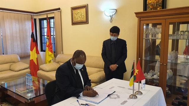 Lễ viếng và mở sổ tang nguyên Tổng Bí thư Lê Khả Phiêu tại Mozambique - 3