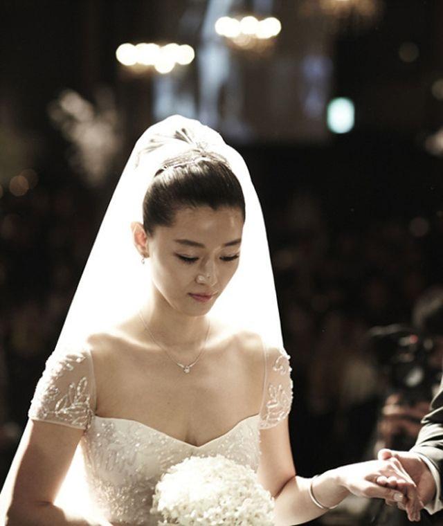 Những cô dâu đẹp và quyến rũ nhất làng giải trí xứ Hàn - 5
