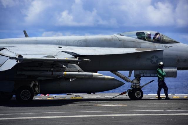 Nhóm tàu sân bay Mỹ diễn tập tại Biển Đông - 4