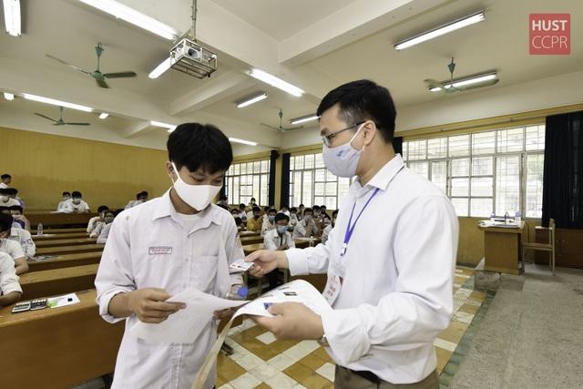 Thí sinh háo hức tham dự Bài kiểm tra tư duy vào trường ĐH Bách khoa Hà Nội - 9