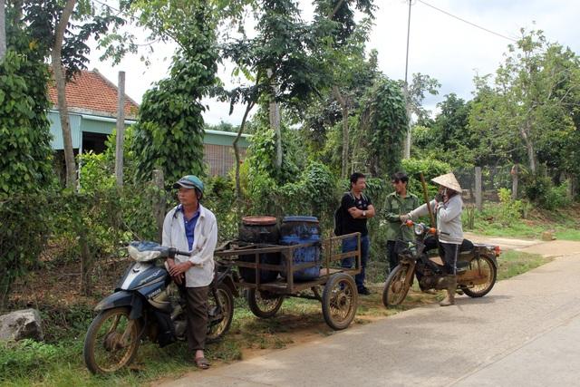 Phú Yên: Dân khổ sở bỏ nhà đi tránh mùi hôi khủng khiếp từ nhà máy cao su - 1