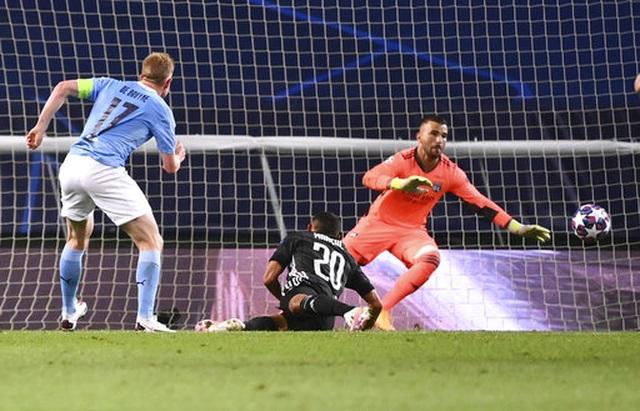 Nhìn lại trận thua đắng ngắt của Man City trước Lyon - 14