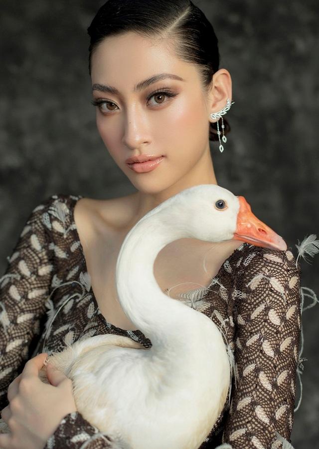 Hoa hậu Lương Thùy Linh thay đổi hình ảnh khác lạ đón tuổi 20 - 10