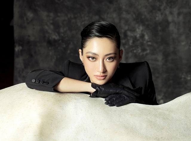 Hoa hậu Lương Thùy Linh thay đổi hình ảnh khác lạ đón tuổi 20 - 11