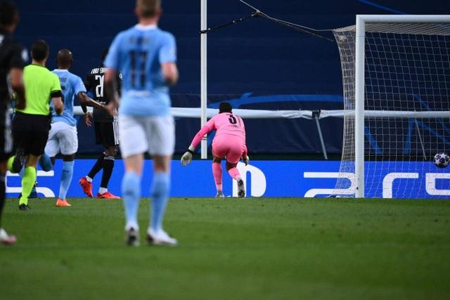 Nhìn lại trận thua đắng ngắt của Man City trước Lyon - 8