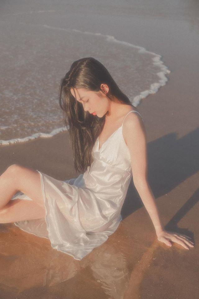 Nữ sinh Sài Gòn với loạt ảnh gợi cảm bên biển - 1