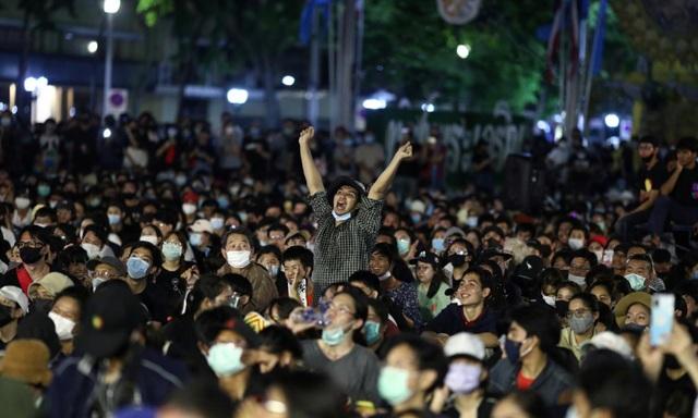 10.000 người Thái Lan tham gia biểu tình lớn nhất từ năm 2014 - 3