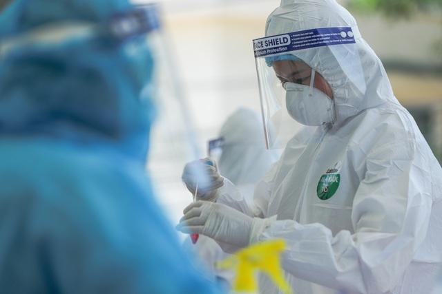 48 người ở Bệnh viện E tiếp xúc gần với ca mắc Covid-19 - 1