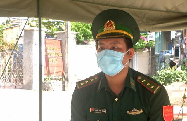 Lính quân hàm xanh hoãn cưới bám chốt chống dịch - 1