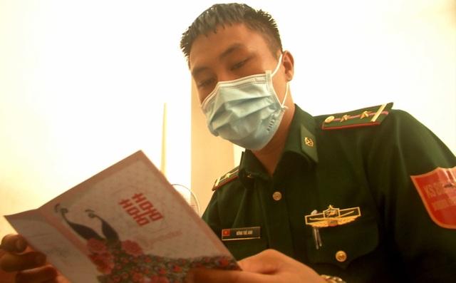 Lính quân hàm xanh hoãn cưới bám chốt chống dịch - 2