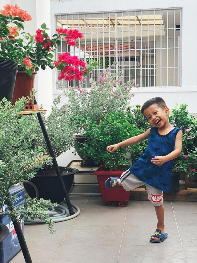 """Người chồng ở Sài Gòn tự làm vườn sân thượng """"sống ảo"""" cho vợ - 11"""