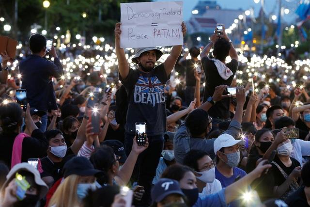 10.000 người Thái Lan tham gia biểu tình lớn nhất từ năm 2014 - 2