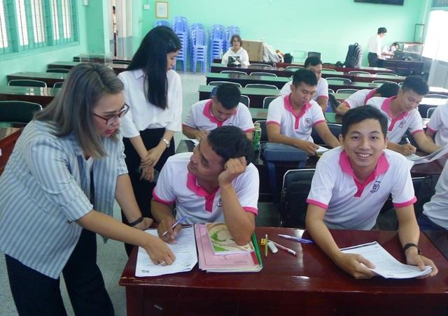 Đồng Tháp: Tăng cường dạy ngoại ngữ, kỹ năng cho lao động chờ xuất cảnh - 1